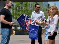 Živě: Nelíbí se vám Brexit? Adoptujeme vás, vzkazují Britům rumunské noviny