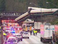 U Seattle vykolejil rychlík. Vagony se zřítily na dálnici, na místě jsou mrtví a desítky zraněných