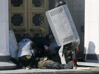 Desítky zraněných při výbuchu před ukrajinským parlamentem