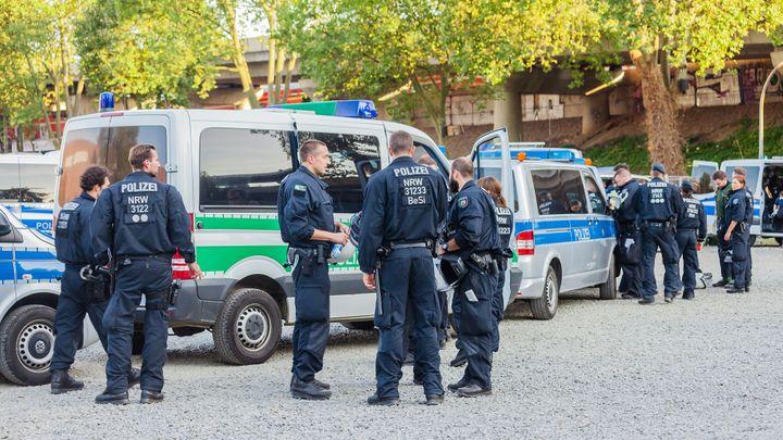 Po střelbě na západě Německa zemřeli dva lidé. Šlo o trestný čin v rámci rodiny, sdělila policie