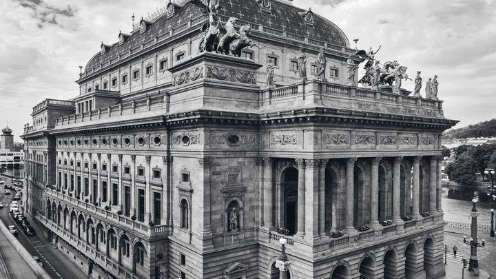 Historická Praha, jak ji neznáme. Téměř čtyři stovky snímků odkrývají architekturu 19. století