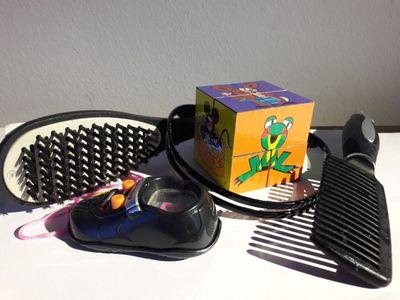 Dárky jako z hororu. Podívejte se na jedovaté hračky a hřebeny prodávané v Česku