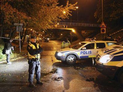 Čtyři maskovaní útočníci postřelili v jihošvédském Malmö čtyři lidi. Jeden je v kritickém stavu