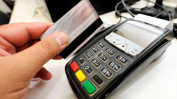 Obchodníci ušetří miliardy. Platba kartou bude dostupnější