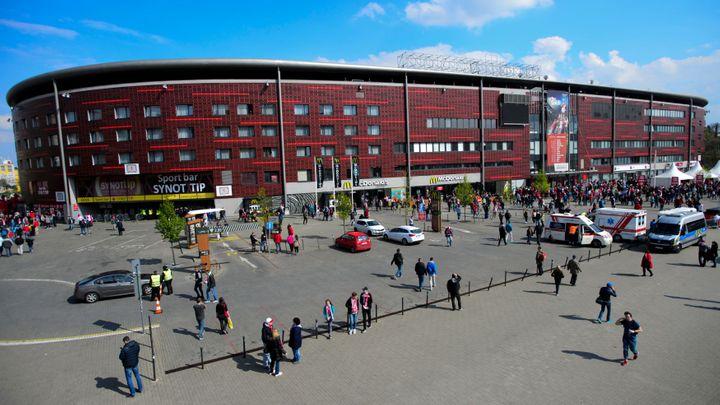 Stadion fotbalové Slavie v Edenu je v zástavě, Číňané si na něj půjčují miliardy