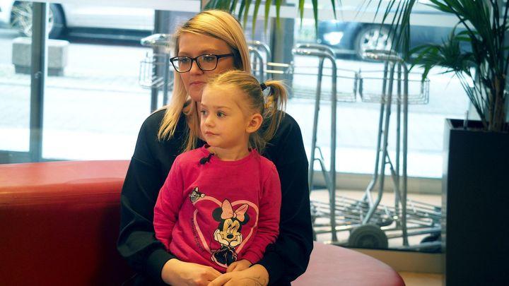 Elenka měla pokročilý nádor na sítnici. Zachránila ji unikátní léčba, poprvé v Česku