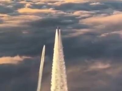 Video: Piloti indického letounu použili nad Českem špatnou frekvenci, německé stíhačky zasáhly