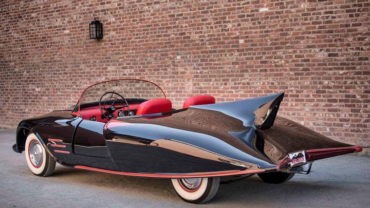 Napodobenina Batmobilu se vydražila za tři miliony korun