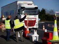 Silnice, školy i trajekty v přístavu. Žluté vesty pokračují v blokádách ve Francii