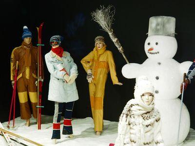 Tak vypadaly zima a Vánoce za socialismu. Fronty na vše a mončičáci pod stromečkem
