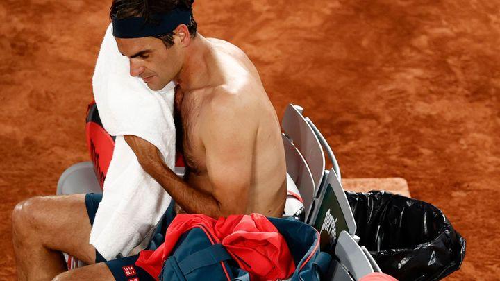 Federer po postupu do osmifinále odstoupil z French Open, šetří operované koleno; Zdroj foto: Reuters
