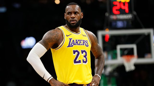 LeBron James	v dresu Los Angeles Lakers.