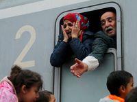 Rekonstrukce: Před rokem žádal šéf německé policie zavření hranic. Merkelová nesouhlasila