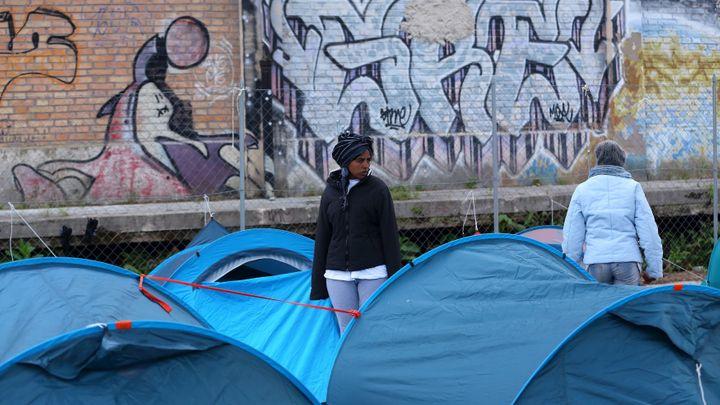 """""""Žádný plán B neexistuje."""" V Římě squatují tisíce migrantů, policie je z prázdných budov vyhání"""
