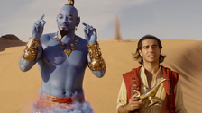 Mena Massoud a Will Smith (vpravo) ve filmu Aladin.