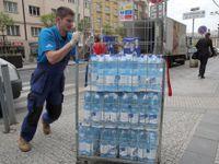 V Dejvicích stále neteče pitná voda. Našly se v ní noroviry
