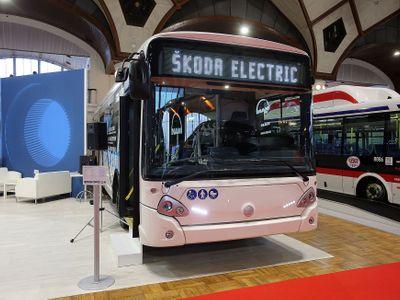 Fotoblog: Levitující bus a luxus k nezaplacení. Veletrh ukázal autobusovou budoucnost