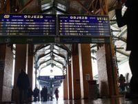 Kvůli poruše trakčního vedení nejezdí vlaky z pražského Masarykova nádraží