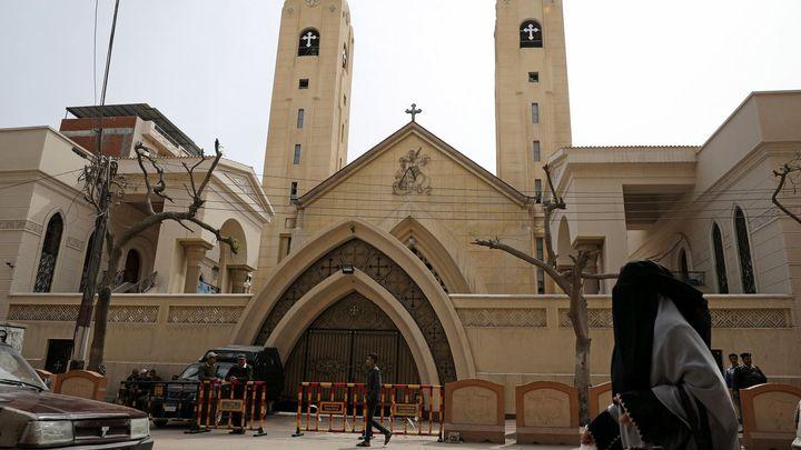 V Egyptě odsoudili k trestu smrti 17 lidí za útoky na koptské kostely
