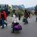 Z uprchlického tábora u Calais bylo evakuováno prvních 1631 lidí. Další tisíce zbývají