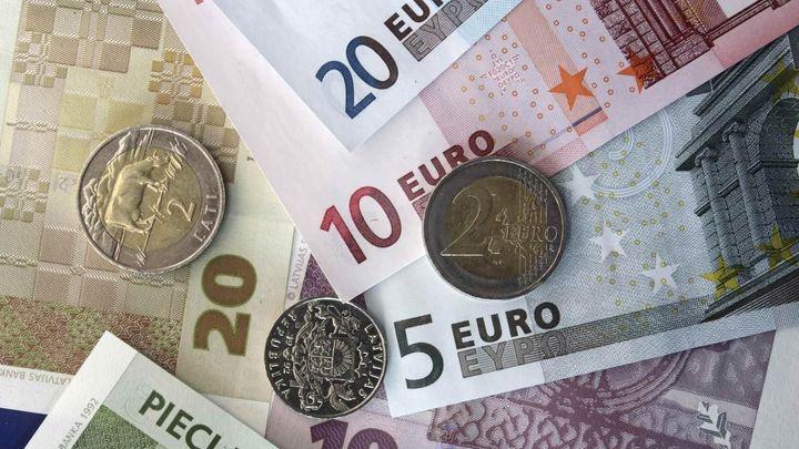 Podnikatelé: V Česku se má platit eurem. Proti jen čtvrtina