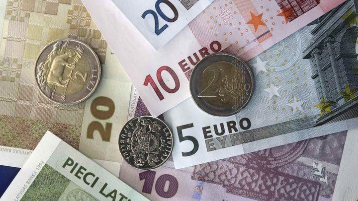 Euro výrazně posiluje, banky splatí úvěry