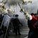 Vodní děla a pepřový sprej pod rozkvetlými třešněmi. Svátek práce v Německu a Turecku