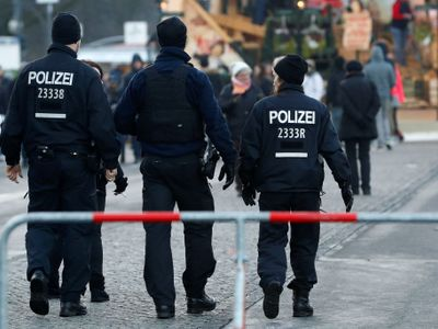 Neznámý útočník v centru Drážďan znásilnil Češku. Policie hledá svědky