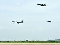 Americké bombardéry a stíhačky demonstrovaly sílu, proletěly vzdušným prostorem u KLDR