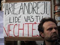 U nás se člověk neschová v davu, demonstrovat proti vládě má ale smysl, zní z regionů