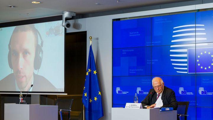Novinář pronikl na videokonferenci ministrů obrany EU. Heslo uhádl díky fotografii