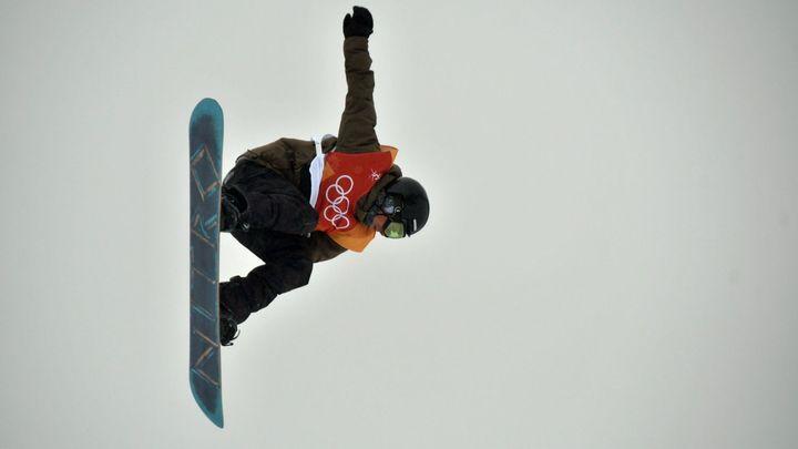 Horák zkoušel na tréninku trojité salto. Výsledkem byl tvrdý pád a zlomený snowboard