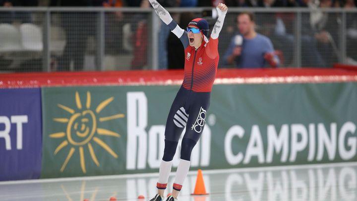 Sáblíková překonala vlastní světový rekord, zlato jí ale senzačně sebrala Ruska