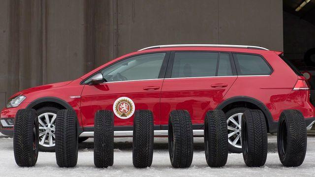 Autoklub ČR testoval osm šestnáctipalcových zimních pneumatik na voze VW  Golf Variant. 205a26a7a5
