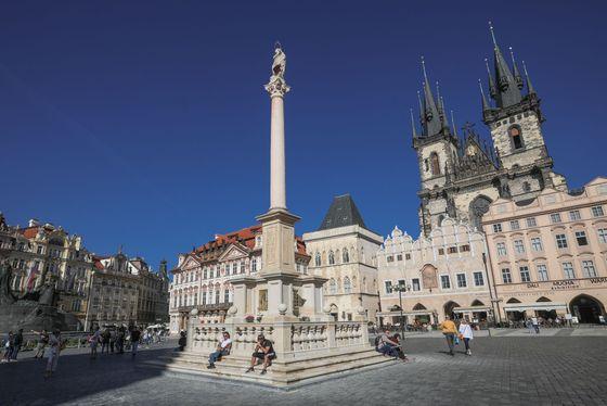 Mariánský sloup na Staroměstském náměstí v Praze, září 2020.