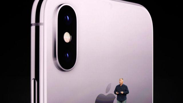 Apple představil iPhone X. Očekávaná novinka umí rozeznat obličej ... ea4550e5f81