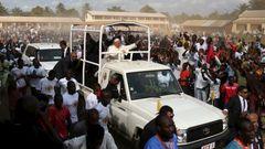 Papež František ve Středoafrické republice navštívil mešitu v rizikové čtvrti