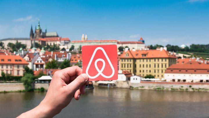 V Praze začal protest proti Airbnb, organizátoři si na něj pronajali byt přes Airbnb