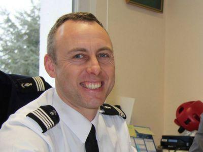 Francie po útoku děkuje hrdinům. Policista, který se vyměnil za rukojmí, zemřel na následky zranění