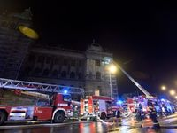 Národní muzeum v Praze zachvátil požár, hořela střecha