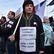 """Online: """"Uprchlíci vítejte, náckové táhněte."""" Stovky lidí demonstrují v Praze pro i proti běžencům"""