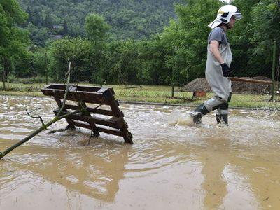 Online: Čechy zasáhly extrémní deště. V Černošicích evakuovali školu, voda zaplavila vestibul metra