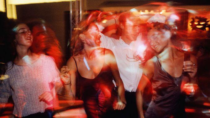 sexuální videa v nočním klubu