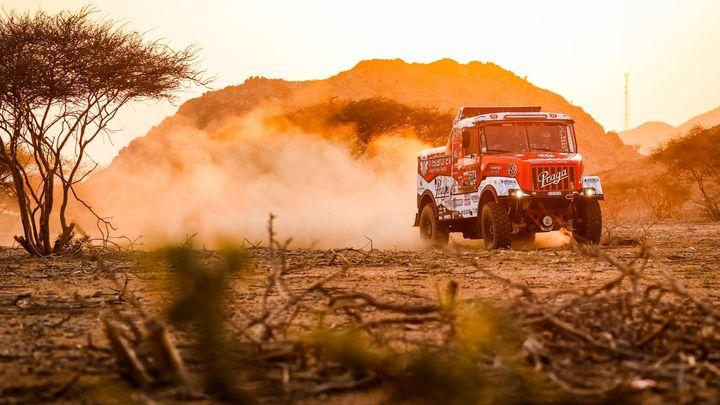 Loprais byl v úvodní etapě Dakaru druhý, Prokop třetí. Motorkář Podmol znovu spadl
