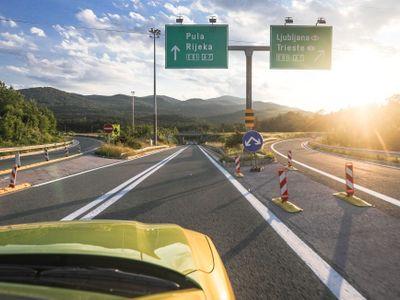 Navzdory covidu jste autem v Chorvatsku rychleji než vlakem. Test cesty přes Rakousko