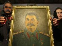Stalin byl tyran i doma, jinak se chovat neuměl, říká spisovatelka