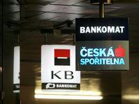 Velké banky útočí. Chtějí zvýšit poplatky za bankomaty