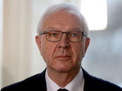 Přátelé Miloše Zemana útočí na protikandidáta inzerátem v tisku. Blbosti se těžko brání, říká Drahoš