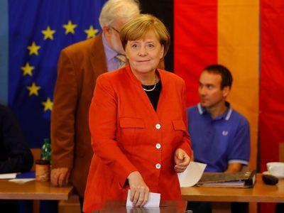 Online: Merkelová odvolila a mlčí. Budu mít dost hlasů, abych se stal kancléřem, věří si Schulz