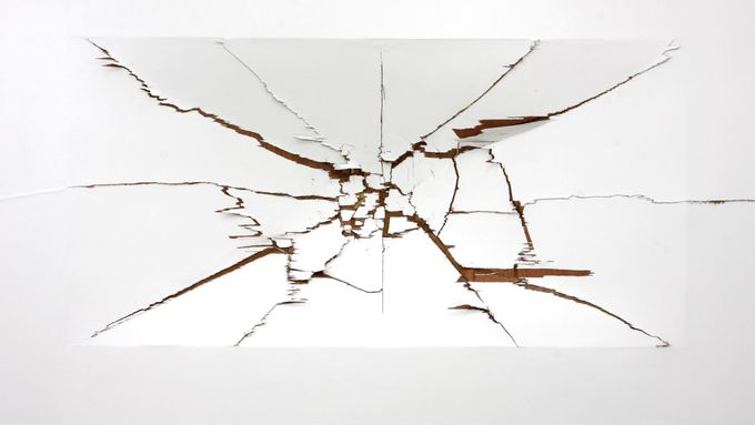 Deok Yeoung Gim: Making Crack (Push or Pull), 2013.
